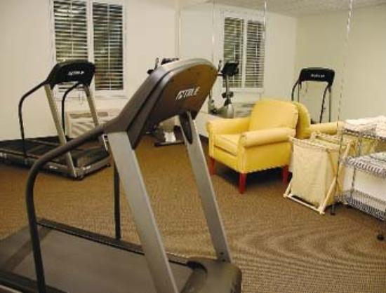 Hawthorn Suites by Wyndham Victorville: Workout Room