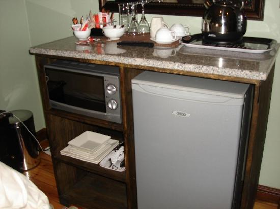 Summer Garden Guest House: Kitchenette area
