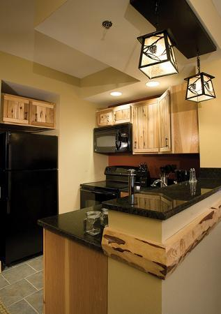 Hope Lake Lodge & Conference Center: Suites have Full Kitchens