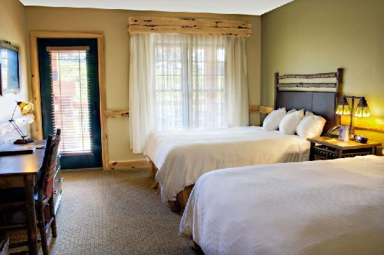 Hope Lake Lodge & Conference Center: All Bedrooms have Flatscreen TV