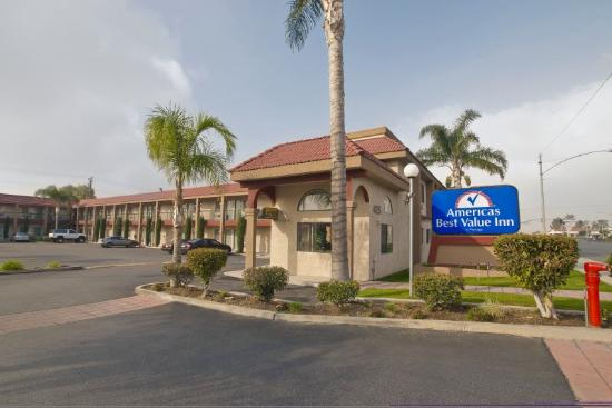 Americas Best Value Inn - Rialto: Exterior With Sign