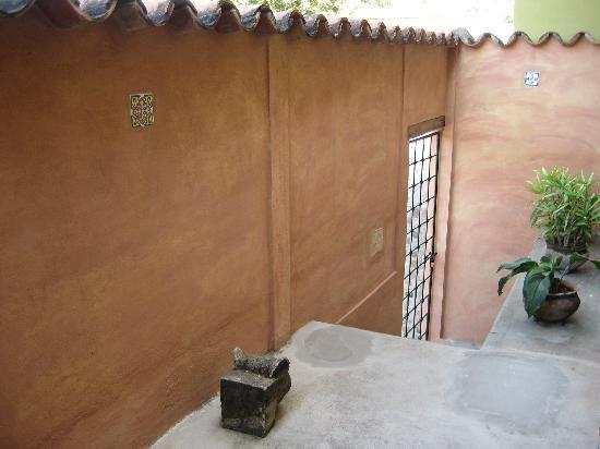 Casa Jaguar: Entry