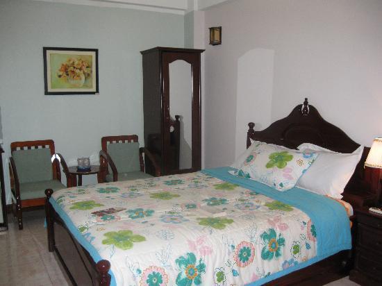 La Suisse Hotel : bedroom