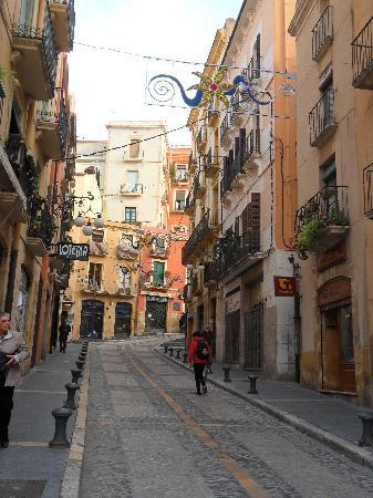 Tarragona, España: stradina del centro storico