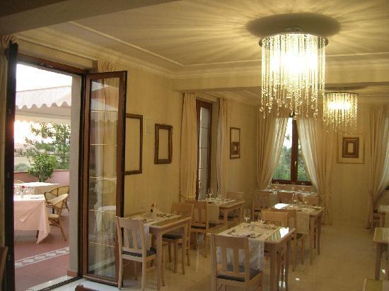 Hotel Ristorante Farneta : Particolare della sala Stella