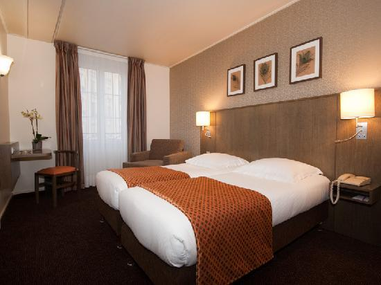 "Eiffel Saint Charles: Twin beded room ""Classic"""