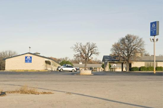 Cisco, TX: Exterior W Sign
