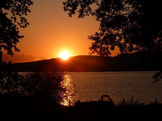 Hotel Da Sauro: tramonto sul lago