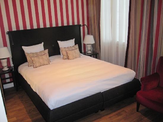Sandton Grand Hotel Reylof: Comfortable bed.