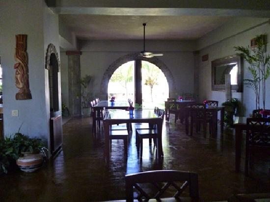 Almond Tree Restaurant and The Turtle Bar: dining area looking out to Bay