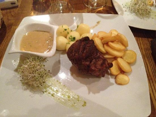 Restaurant Tatiana: Filet-Steak with peppersauce, kluski and potatoe slices