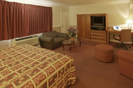 Legacy Inn and Suites: Suite Living Room