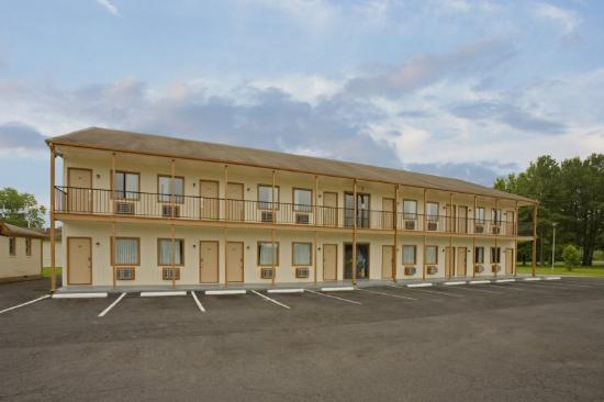 Regal Inn: Front Exterior 2