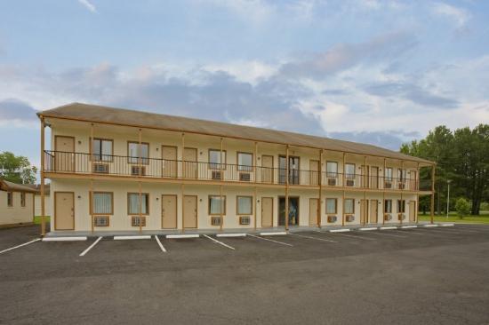 Shore Lodge: Front Exterior 2