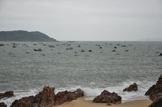 AVANI Quy Nhon Resort & Spa: Fishing boats seen from the beach