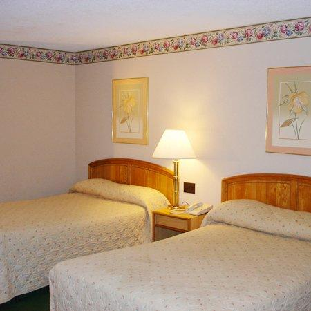 Amerihill Inn & Suites Greensboro: Guest Room
