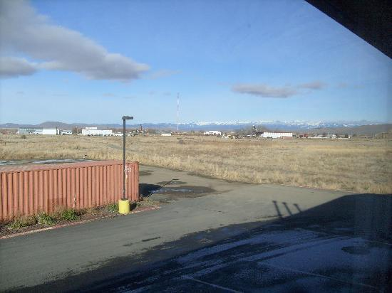 Super 8 Baker City : View from 2nd Floor Room