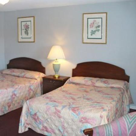 Budget Inn & Suites at the Falls - Niagara: Guest Room