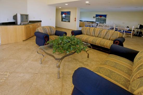 Riviera Inn & Suites: Sitting Area
