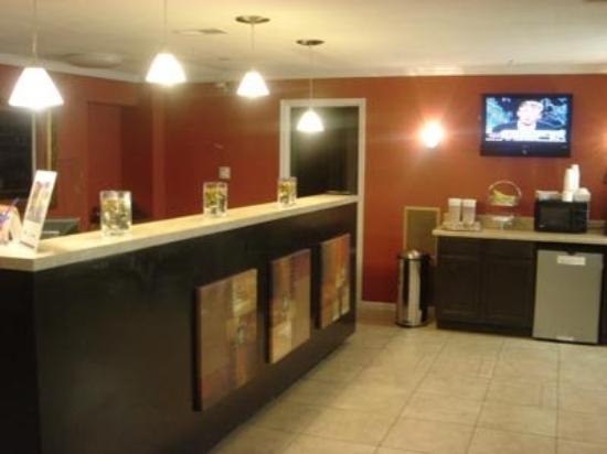 Americas Best Value Inn: Lobby View
