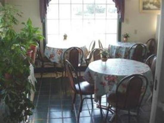Travelodge Walterboro : Dining