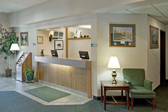 Americas Best Value Inn - Tahquamenon Country: Lobby