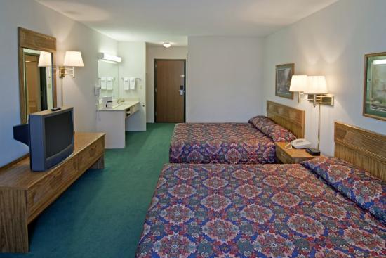 Americas Best Value Inn - Tahquamenon Country: Double Queen