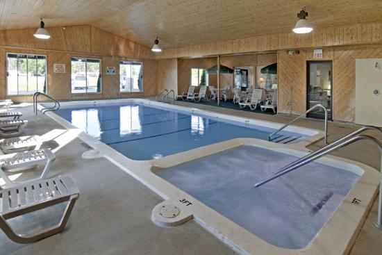 Americas Best Value Inn - Tahquamenon Country: Pool