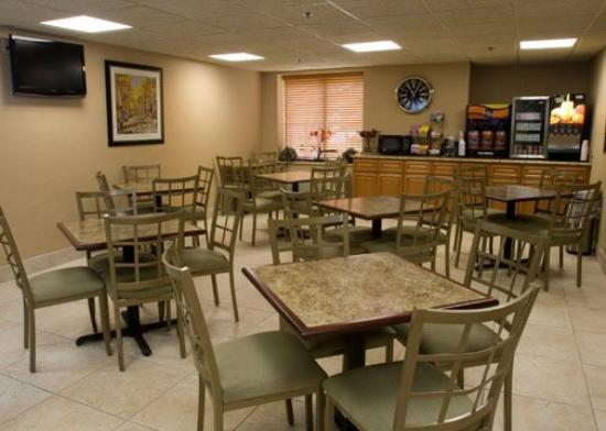 Comfort Inn Livonia: Restaurant