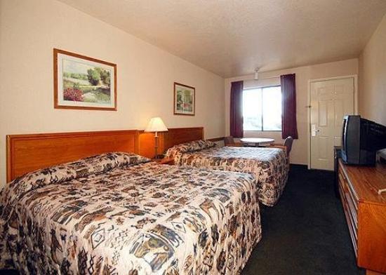 Rodeway Inn Red Hills: Guest Room