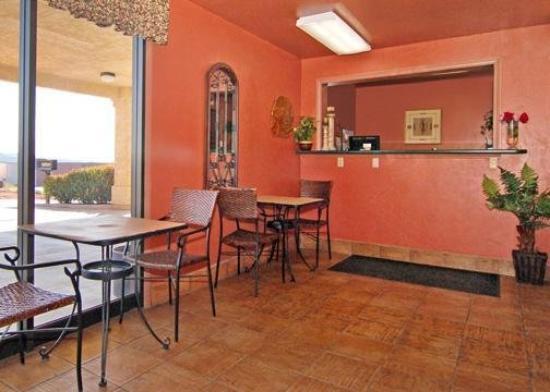 Rodeway Inn Red Hills: Lobby