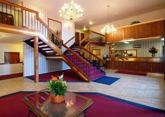 Econo Lodge Inn & Suites: LOBBY