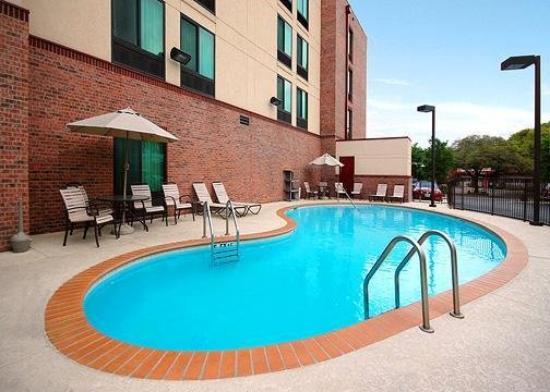 Comfort Inn & Suites Airport: Pool