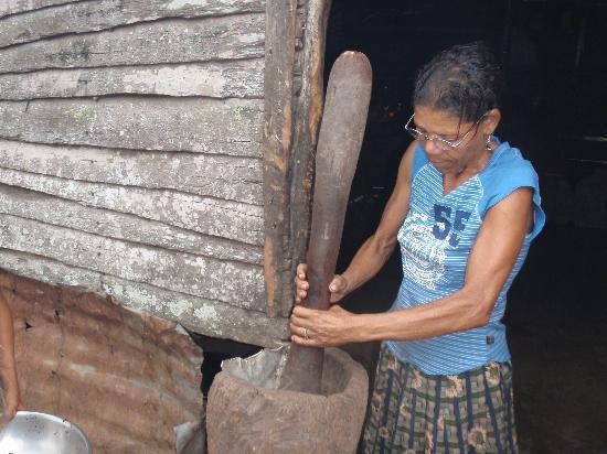 Haitises national park: Lady grounding Coffe