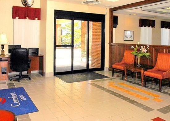 The Blacksburg Comfort Inn Hotel: Lobby