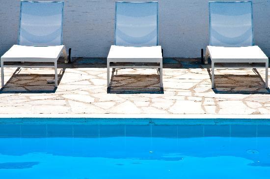 Akrotiri Hotel: comfort & style..