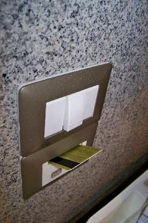 Centre Point Hotel Chidlom: Weird set-up for using the electricity in the room: put in your key card before it works.