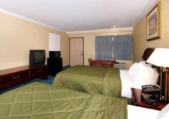 Quality Inn Near City of Hope: Guest Room -OpenTravel Alliance - Guest Room-