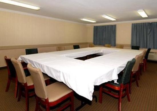 Quality Inn Near City of Hope : Meeting Room -OpenTravel Alliance - Meeting Room-