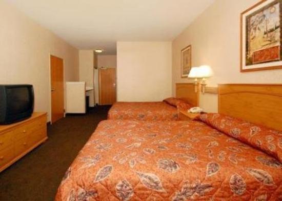 Rodeway Inn & Suites: Interior