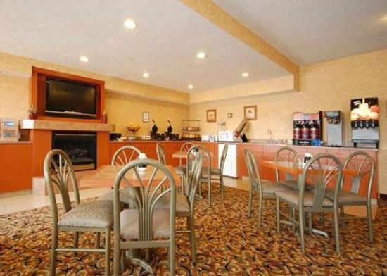 Econo Lodge West: Restaurant
