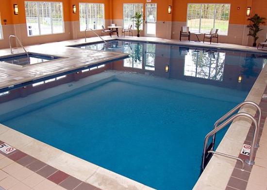 Fairfield Inn & Suites Lenox Great Barrington/Berkshires : Pool