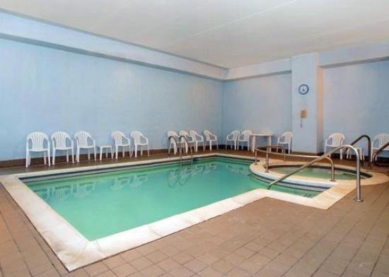 Clarion Hotel: Pool