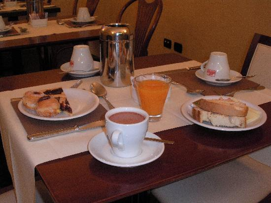 Crosti Apartments Hotel Rome: BREAKFAST