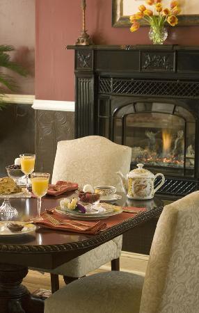 Hydrangea House Inn : Breakfast in the dining room
