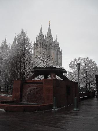 Red Lion Hotel Salt Lake Downtown: snowy morning and the Tabernacle