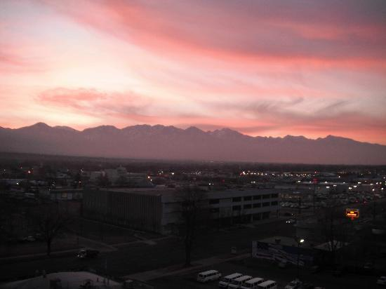 Red Lion Hotel Salt Lake Downtown: sunrise from the 9th floor