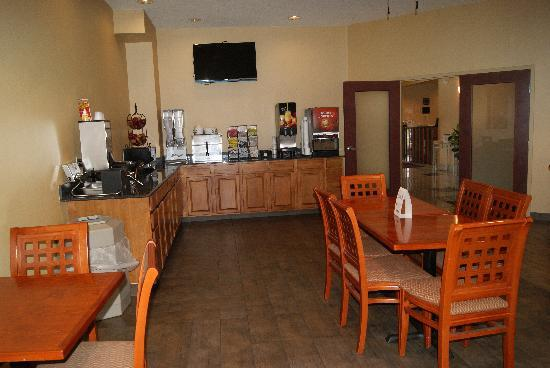 Best Western Plus New Cumberland Inn & Suites: Breakfast Area