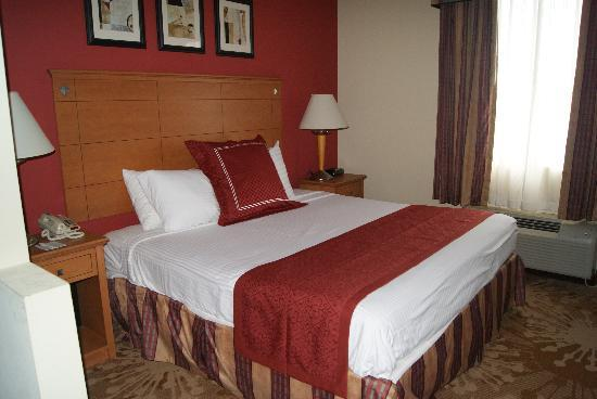 BEST WESTERN PLUS New Cumberland Inn & Suites: King Suite