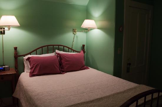 Acacia House Inn: Bett